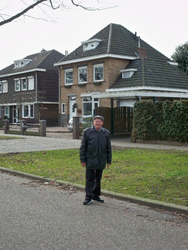 Wim in front of the kerkehoflaan house - 2010