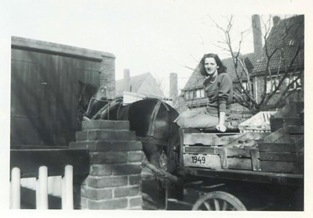 1950 - Mariet on the groentewagen