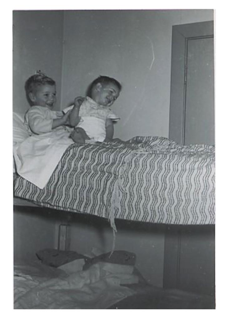 1956 - Paul & Willie in their bunkbeds